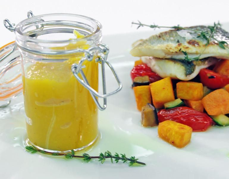 Filetto di branzino al timo con verdure scottate e crema di zucca