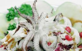 Insalata di seppie con radicchio di Chioggia, mela verde, pinoli e riduzione di aceto balsamico