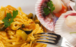 Linguine con zucchine e capesante